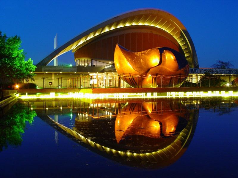 Das Haus der Kulturen der Welt by Holger Doelle